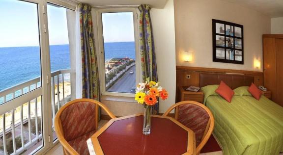 1 woche malta im 4 sterne hotel mit dachpool inkl fr hst ck flug und transfers um 393 euro. Black Bedroom Furniture Sets. Home Design Ideas